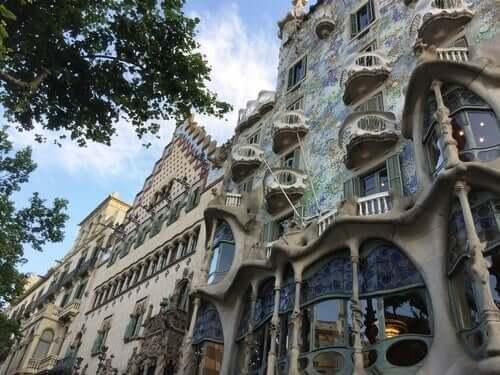 Antoni Gaudí er hjernen bak denne fortryllende bygningen.