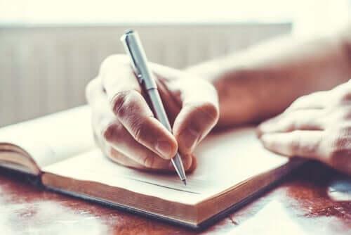 Noe så enkelt som å føre dagbok, kan hjelpe deg med å finne tilbake en god balanse mellom arbeid og liv.