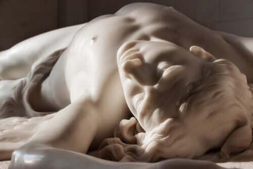 Skulptur i marmor.