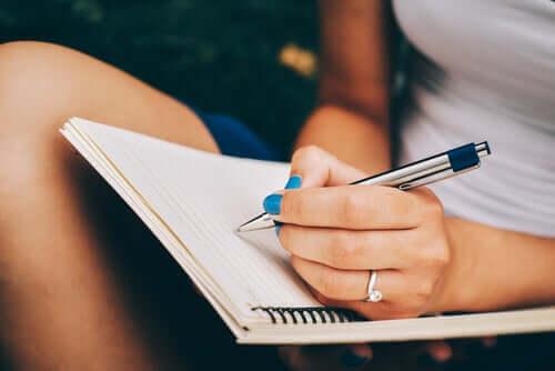 Kvinne skriver: Kjære meg selv, jeg beklager at jeg såret deg