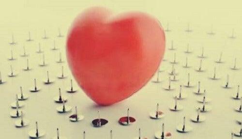 Hjerte på tegnestifter.