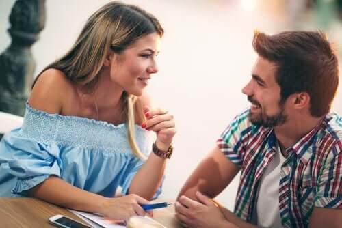 Er kvinner som spiller kostbare mer attraktive?