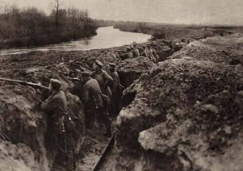 Soldater i krig.