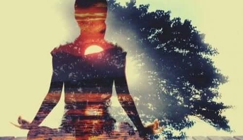 Å utøve egenomsorg er ikke å være selvoppslukt eller skjemme seg selv bort.