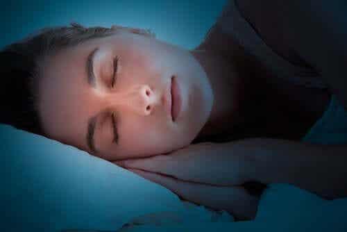 Hva gjør hjernen din mens du sover?