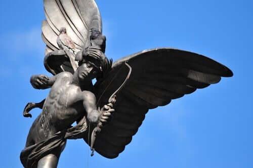 Statue av Amor