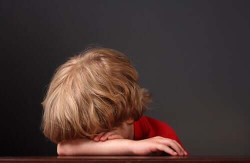 Et tilsynelatende trist barn.