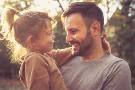 Foreldre er ansvarlige for å lære barna deres takknemlighet.