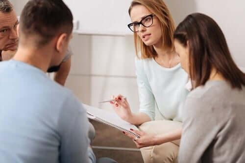 De profesjonelle spiller en viktig rolle i psykososial intervensjon.