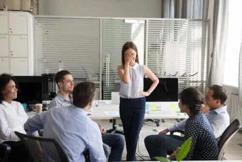 Dilbert-prinsippet: Årsaken til at selskaper fremmer inkompetente ansatte