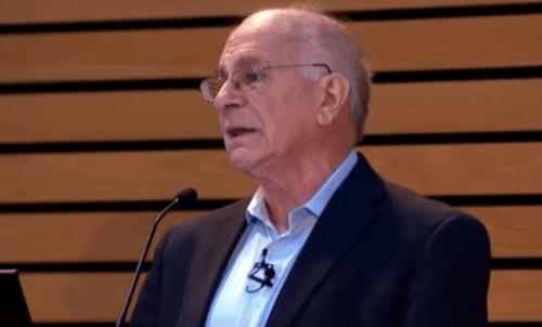Kahneman hedrer samarbeidet med Amos Tversky i sin tale.