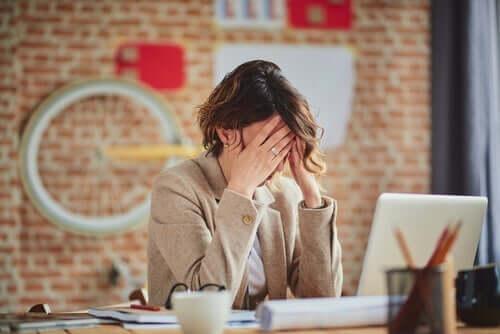 Frustrert kvinne.