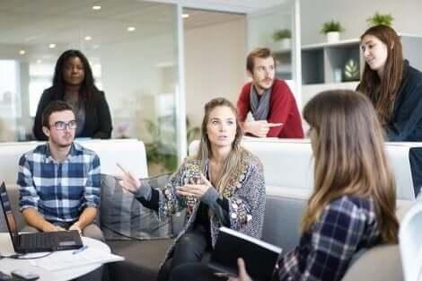 Fire negative holdninger å unngå på arbeidsplassen