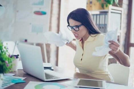 For et bedre arbeidsmiljø, er det fire negative holdninger du bør unngå.