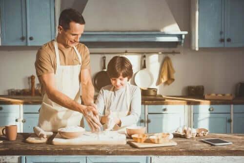 Far og sønn baker