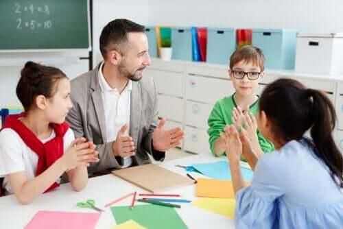 En lærer som ønsker å transformere utdanning med mer gruppearbeid.