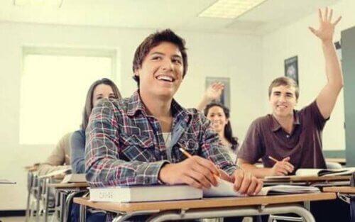 Lærere kan motivere elevene til å lære gjennom både evaluering og gradering.