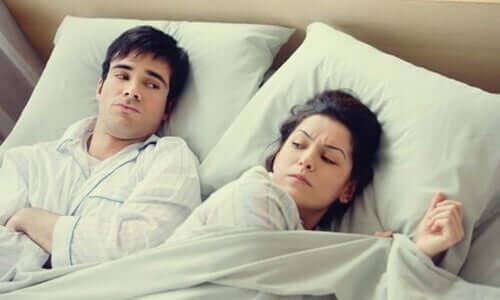 Å gå til sengs sint eller bekymret er en dårlig vane