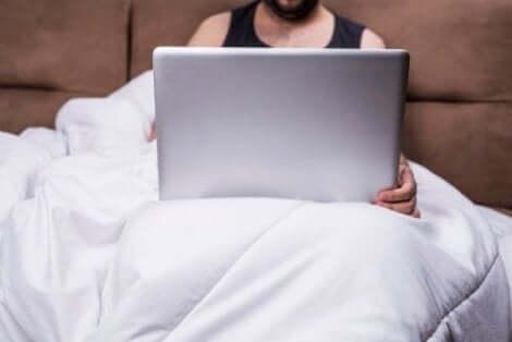 Pornoavhengighet kan føre til store problemer i parforhold.