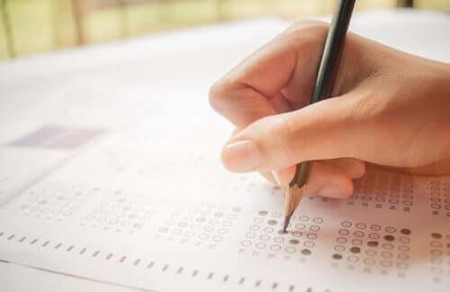 Person som tar en test.