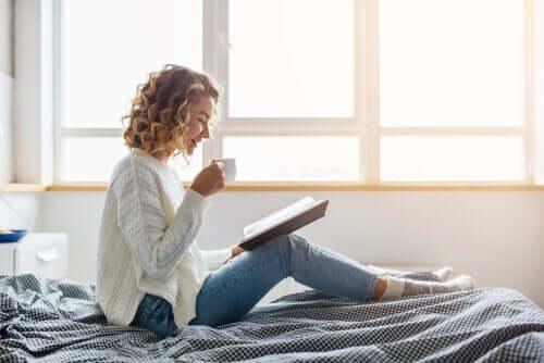 Finn ut hvorfor du ikke bør leve i pysjen mens du er i hjemmeisolering