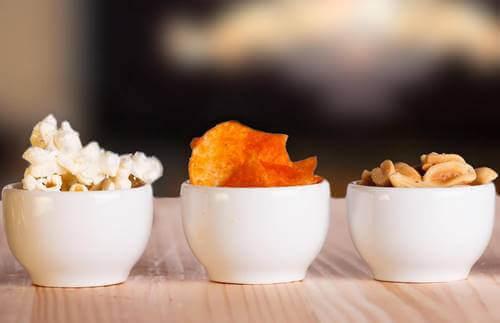 Tre skåler med snacks