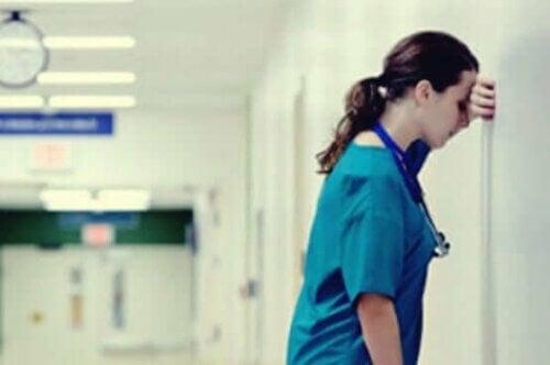 Stresset sykepleier