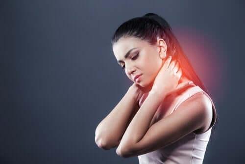 Behandling og symptomer på nakkesleng