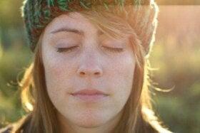 Rosinøvelsen og hvordan den kan hjelpe deg med å slappe av