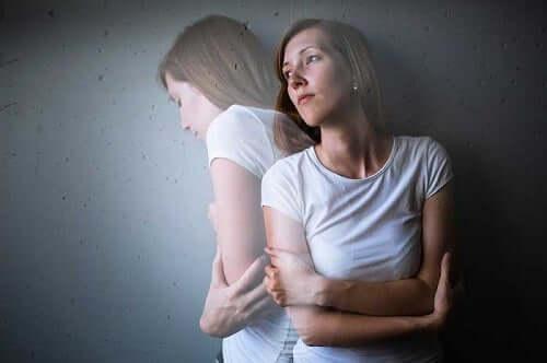 En kvinne som lider av angst.