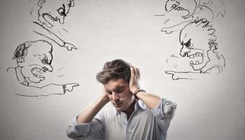 Kaos og narsissister skader mennesker.