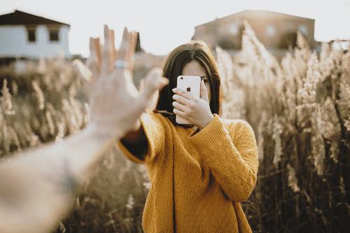 Telefonene våre kan forbedre eller skade forholdene våre.