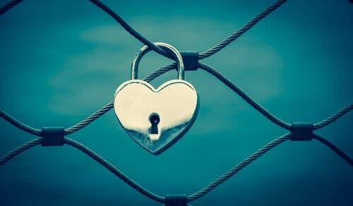 Hjerteformet lås.