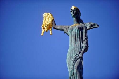 Myten om Medea lever fremdeles.