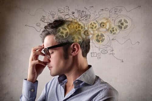 En mann som tenker