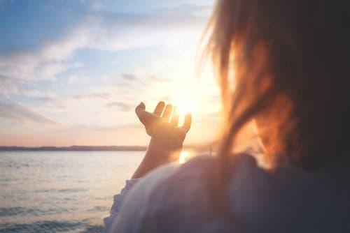 Tre viktige nøkler for å knytte seg til håp