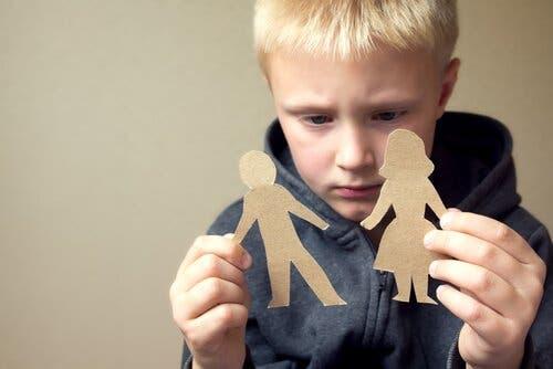 Hvordan en separasjon eller skilsmisse påvirker et barn