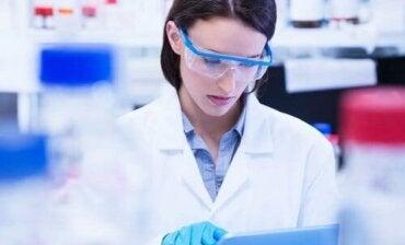 Kvinner og jenter i vitenskapen: En likestilt fremtid