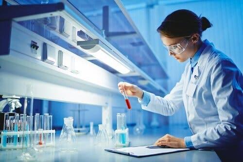 Kvinner og jenter i vitenskapen utgjør bare en prosentdel.