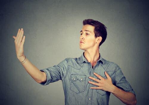 Er narsissister født sånn eller blitt sånn?