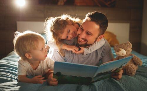 Å lese som familie.