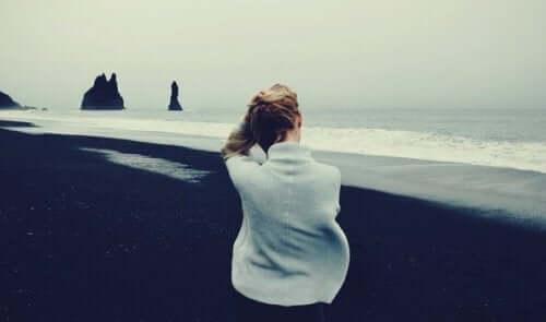 En person ved stranden.