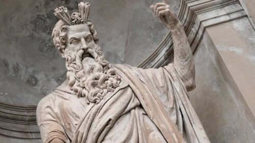 En statue av Zevs.