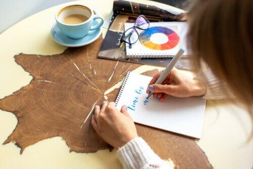 Kunsten å praktisere kreativ håndskrift