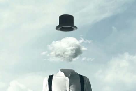 En mann med en sky til hode.