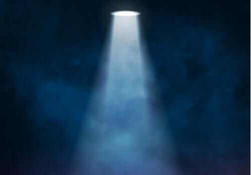 Spotlight-effekten: Hvorfor det virker som at alle ser på deg