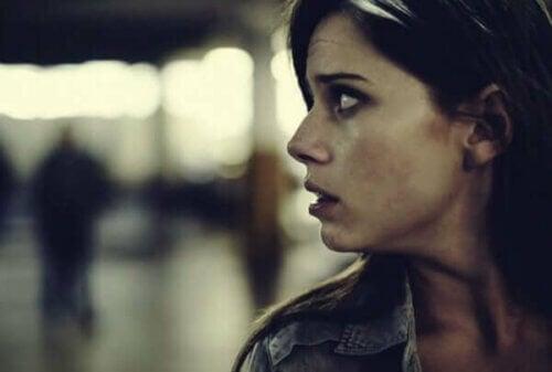 Å bli lammet av frykt: Hvorfor det skjer