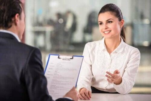 Kvinne under et jobbintervju.