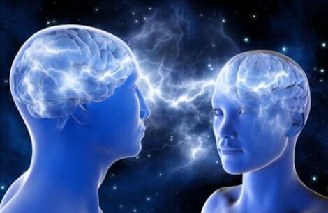 To mennesker koblet til hverandres hjerner som prøver å virkelig forstå hverandre.