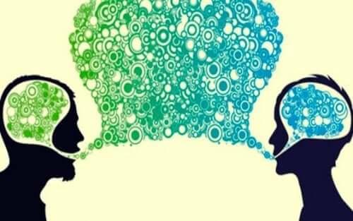 To personer som utveksler ideer.